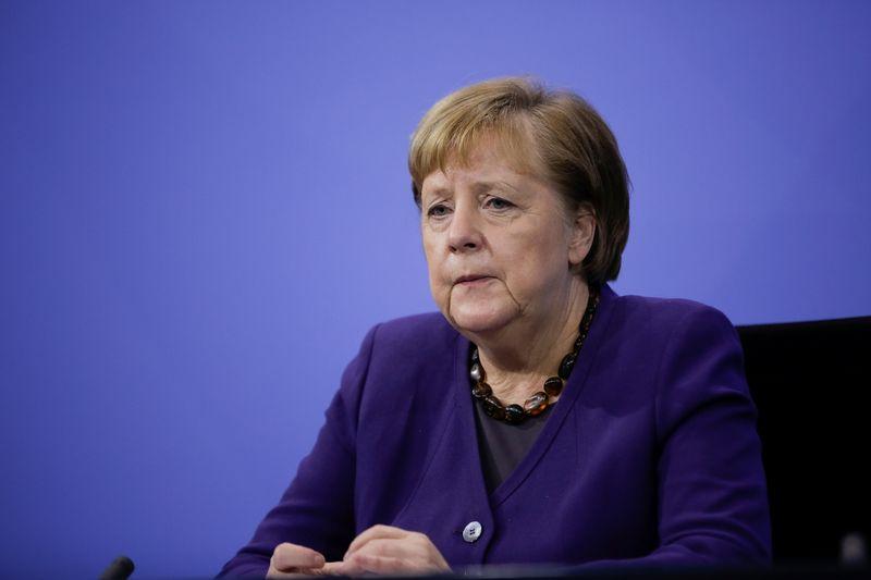 Merkel alerta que Alemanha precisa de lockdown mais rígido no inverno