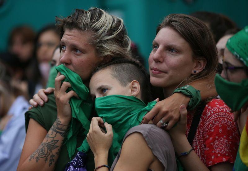 Argentina deve ter votação apertada no Senado sobre ampliação de direito ao aborto