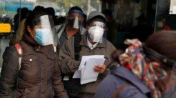 Peru proíbe reuniões familiares e restabelece toque de recolher aos domingos