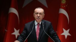 Turquia diz que única solução de disputa com a Grécia no Mediterrâneo é o diálogo