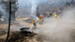 Incêndio florestal no sul da Califórnia força centenas de moradores a deixarem suas casas