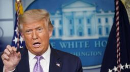 Trump diz que não vetará projeto de ajuda do coronavírus que inclua recursos para correios
