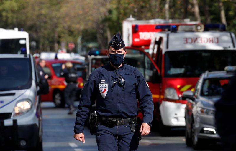 Ataque com faca deixa quatro feridos em Paris, diz premiê