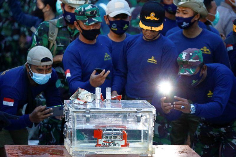 Indonésia recupera gravador de dados de voo do avião da Sriwijaya Air