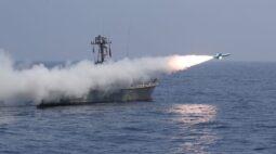 Irã testa mísseis balísticos e drones em exercícios militares, afirma TV estatal