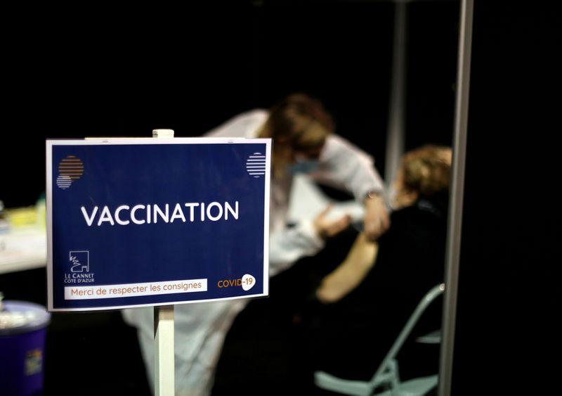 França enfrentará mês difícil com nova variante da Covid, alertam hospitais