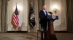Biden começa a reverter barreiras imigratórias de Trump em primeiras horas na Casa Branca