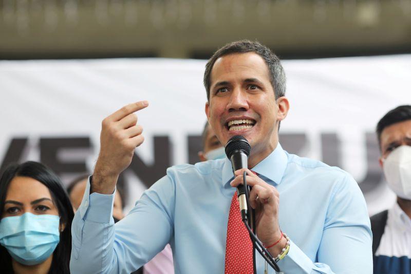Estados da UE precisam reconhecer Guaidó como líder da Venezuela, diz Parlamento da UE