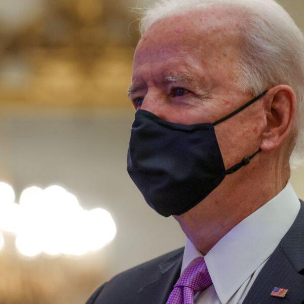 Biden vai requerer que passageiros internacionais façam quarentena ao chegarem aos EUA