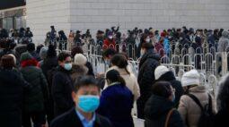 Pequim registra longas filas para exames de Covid em meio a pior surto desde março