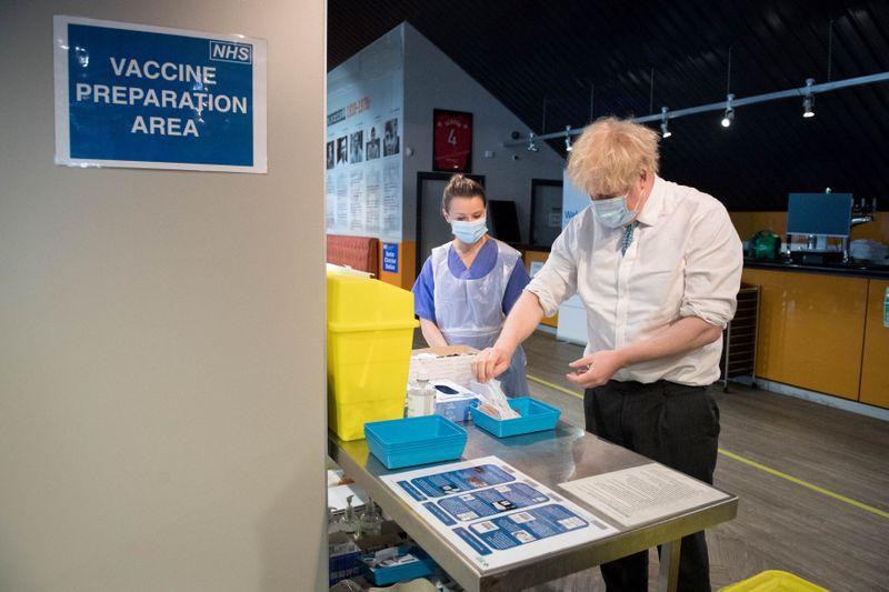 Risco de variantes do coronavírus resistentes a vacinas faz Reino Unido endurecer quarentena