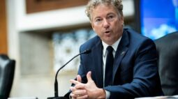 Republicanos do Senado dos EUAse unem para tentar evitar julgamento de Trump e fracassam