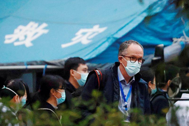 Equipe da OMS em Wuhan visita hospital que tratou primeiros casos de Covid