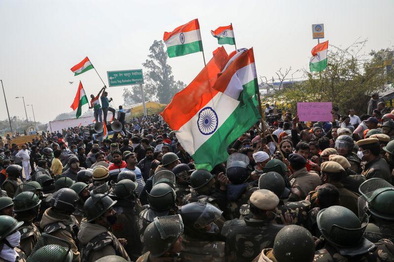 Capital da Índia tem choques em local de protesto de agricultores