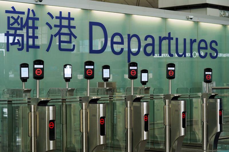 Reino Unido oferece caminho para cidadania a moradores de Hong Kong e revolta China