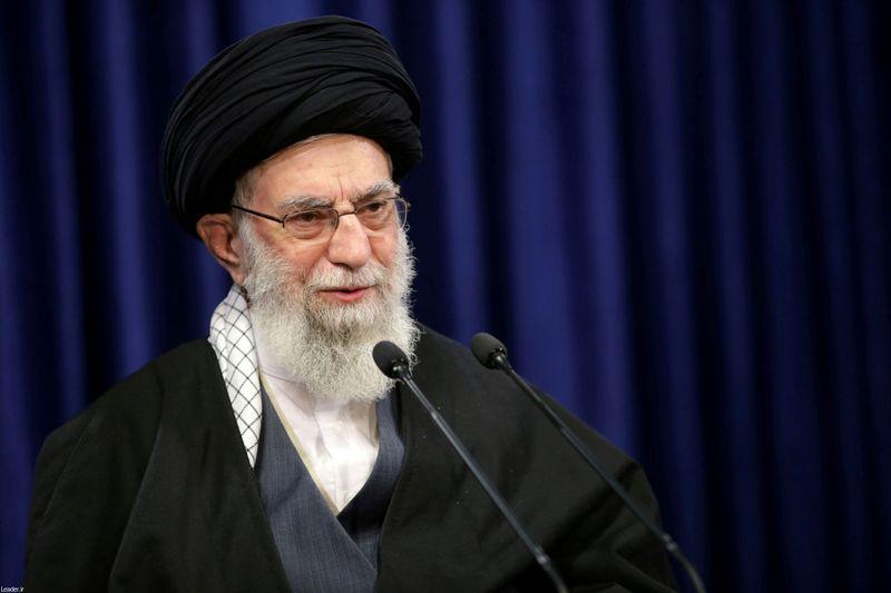 """Líder supremo do Irã exige """"ação"""" de Biden para retomar acordo nuclear"""