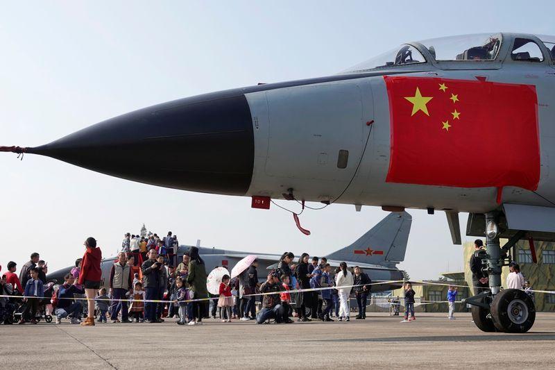 Taiwan vê sobrevoo de caças chineses após indicar novo ministro da Defesa