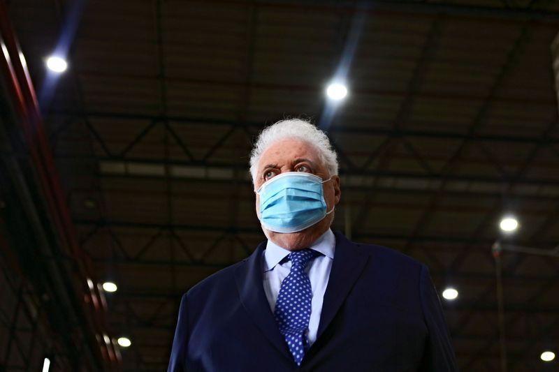 Presidente argentino pede renúncia de ministro da Saúde após relatos de acesso privilegiado a vacina