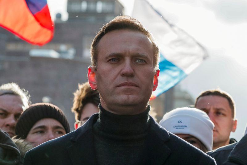 Crítico do Kremlin Navalny é transferido de prisão para local desconhecido