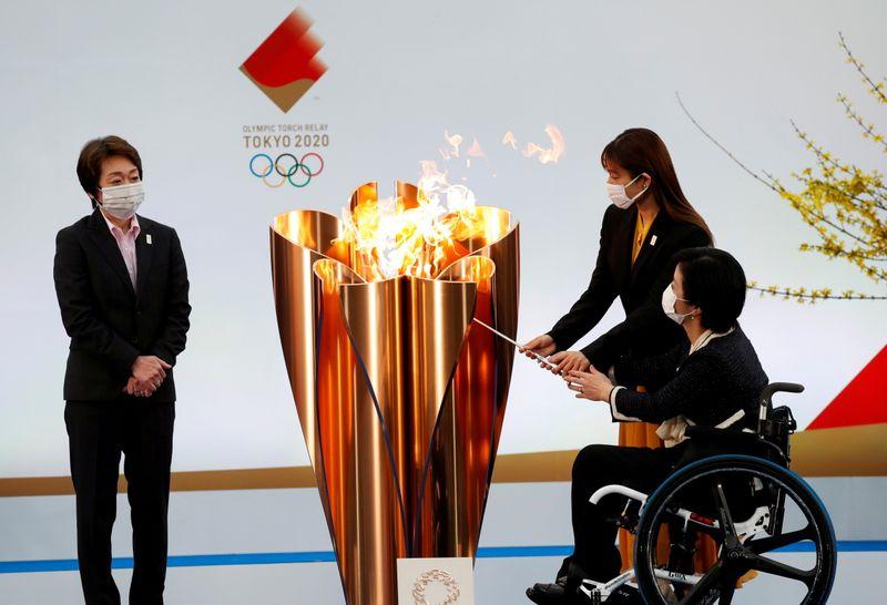 Revezamento da tocha olímpica começa à sombra da pandemia e sem entusiasmo