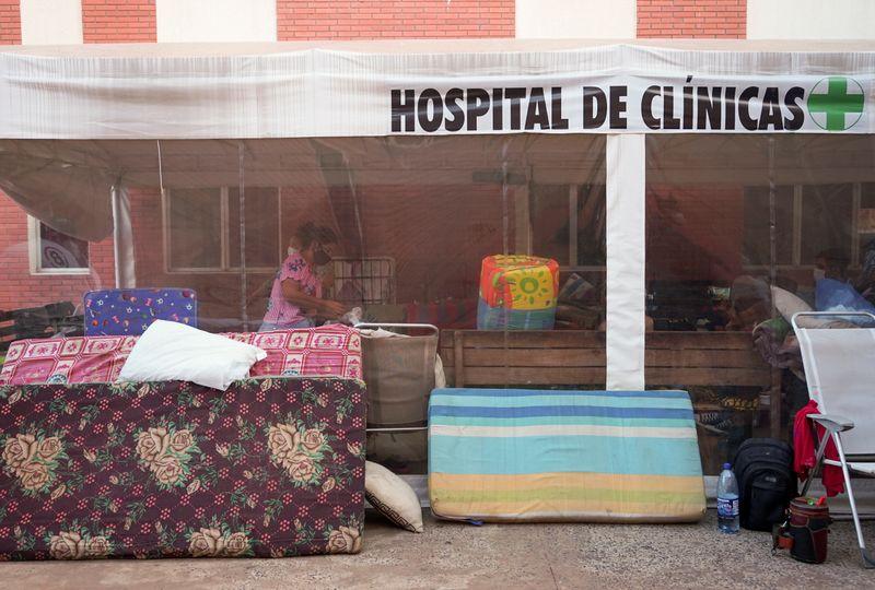 Variante brasileira do coronavírus circula em várias regiões do Paraguai, diz ministério