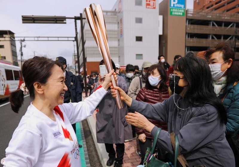 Revezamento da tocha olímpica cria esperança de recuperação econômica em Fukushima