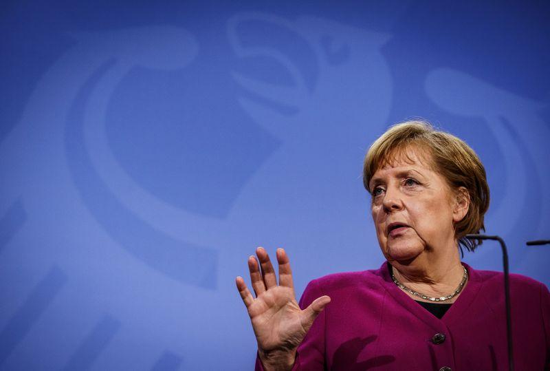 Merkel é pressionada a apresentar plano contra disparada do coronavírus
