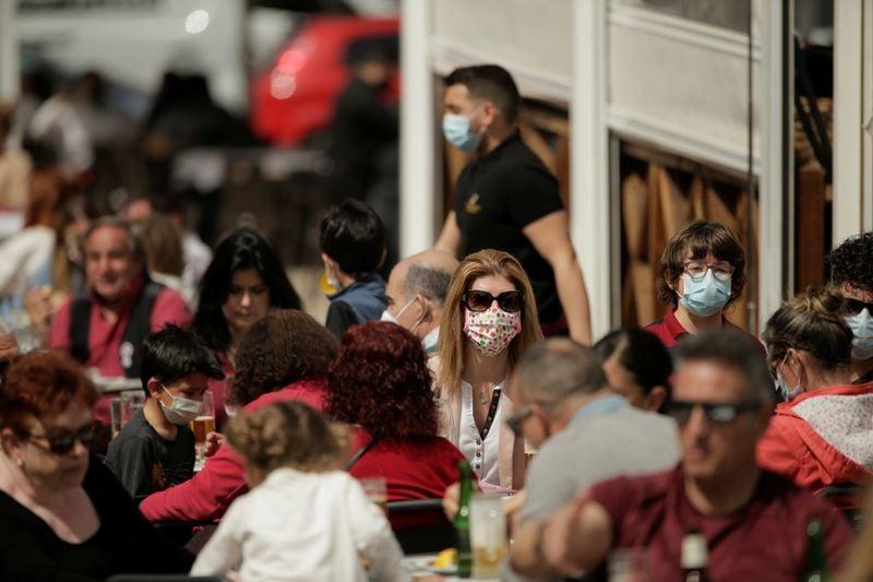 Índice de casos de Covid-19 acelera na Espanha