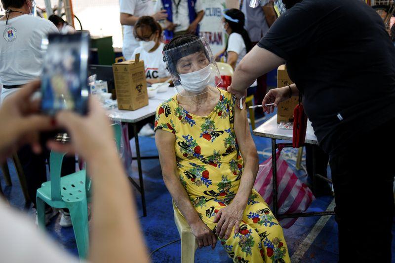 Países da Ásia correm para obter vacina devido a limites de exportação da Índia