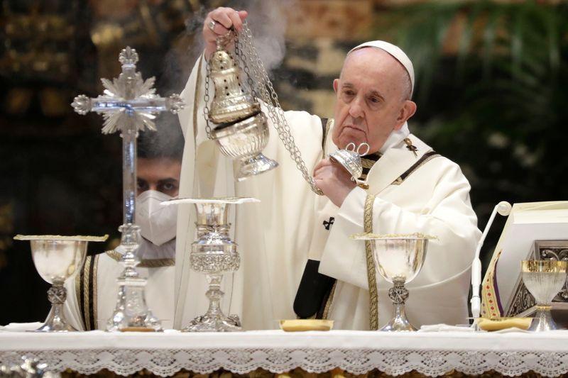Papa se reúne com cardeal que demitiu, em aparente reconciliação