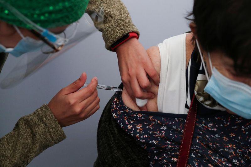 Agência reguladora chilena aprova vacina da CanSino contra Covid-19 para uso emergencial