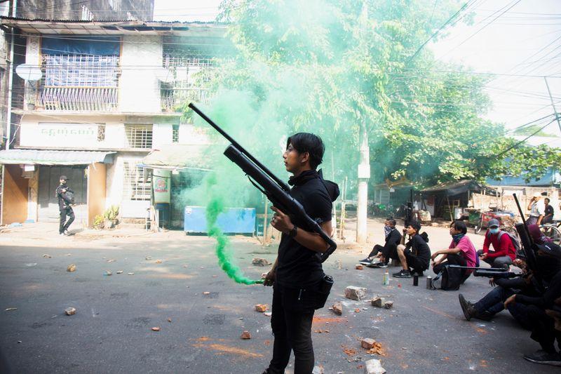Choque com tropas deixa 11 manifestantes mortos em Mianmar