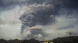 Pequena ilha do Caribe estremece com maior explosão vulcânica de sua história