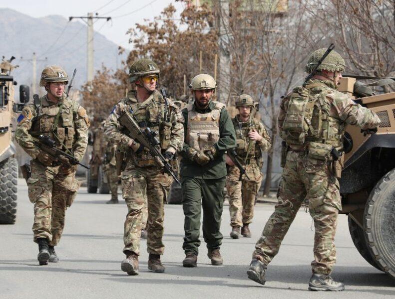 Reino Unido vai retirar quase todas as tropas do Afeganistão, diz Times