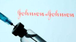 Cientistas da J&J refutam ideia de que projeto da vacina estaria ligado a coágulos