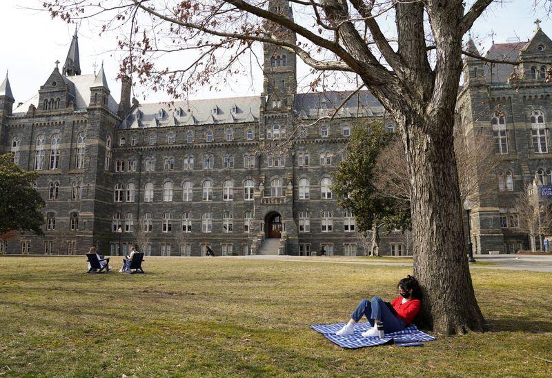 EXCLUSIVO-EUA vão flexibilizar restrições de viagens para estudantes chineses, dizem fontes