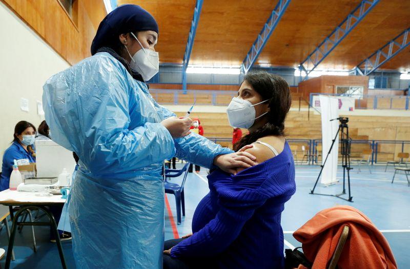 """Chile avalia """"cartão verde"""" para incentivar vacinação contra Covid-19"""