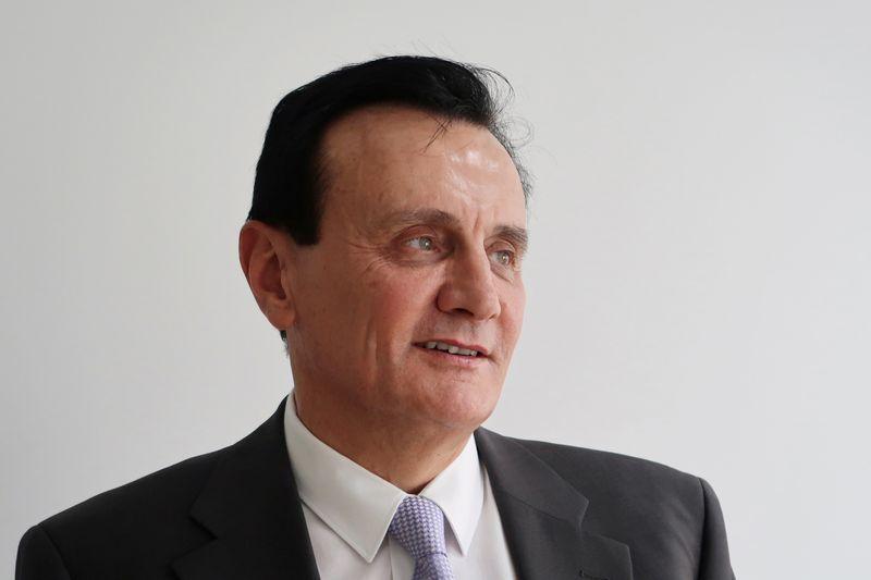 Sob críticas, chefe da AstraZeneca defende suprimento de vacinas contra Covid-19
