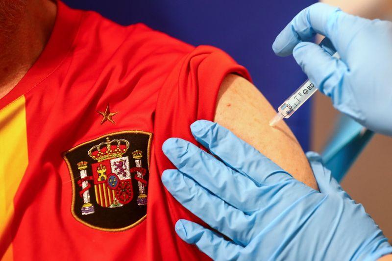 Espanha contraria UE e amplia intervalo de doses de vacina a 16 semanas