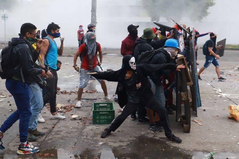 Número de mortos em protestos na Colômbia aumenta; ONU e UE pedem calma