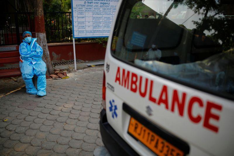 Índia tem nova alta de média de 7 dias de casos de Covid; OMS vê perigo global de variante