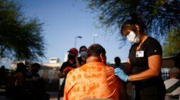 Quer vacina? Tem visto? Latinos viajam aos EUA em busca da imunização