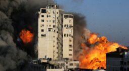 Conflito em Gaza se intensifica com fogo de artilharia e bombardeios aéreos