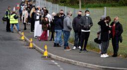 Reino Unido acelera vacinação e alerta que variante indiana pode atrasar reabertura