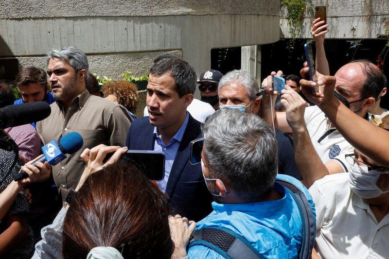 """Forças de segurança venezuelanas """"ameaçam"""" Guaidó e prendem aliado, diz oposição"""