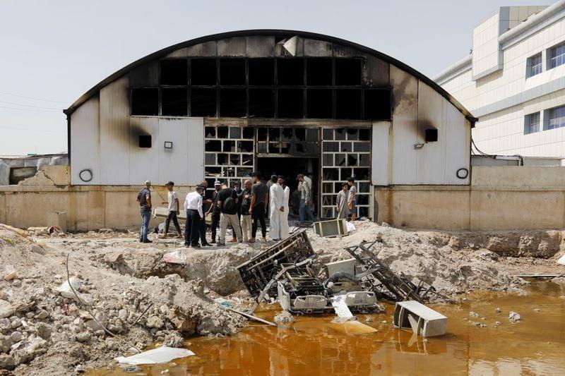 Número de mortos de incêndio em hospital de Covid do Iraque sobe e aumenta revolta