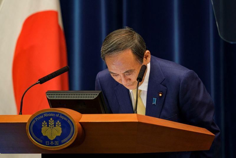 ANÁLISE-Com Olimpíada impopular e Covid-19, premiê japonês Suga pode ter mandato curto