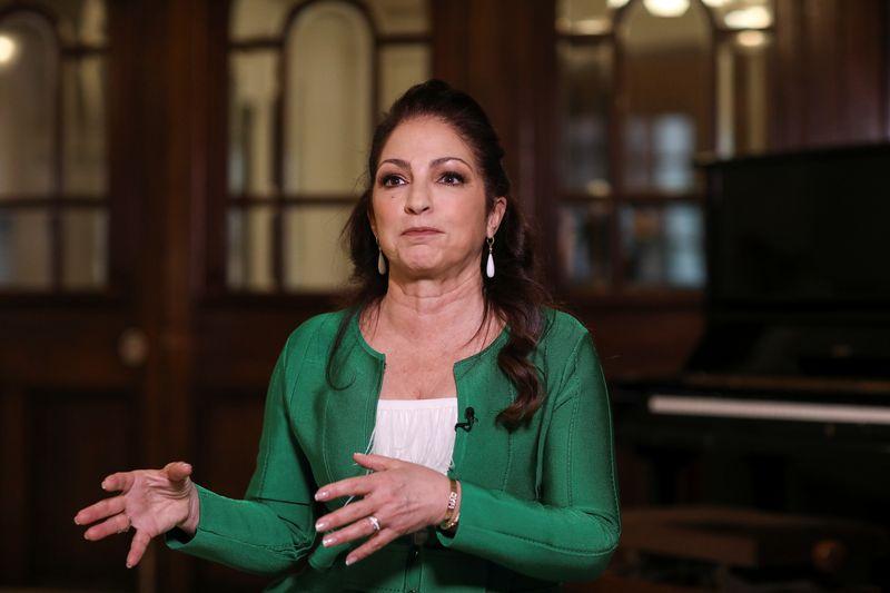 Cantora Gloria Estefan pede apoio global aos manifestantes cubanos