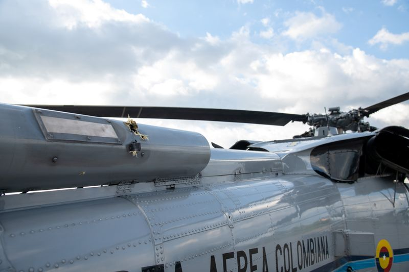Colômbia prende 10 por ataques a helicóptero do presidente e base militar