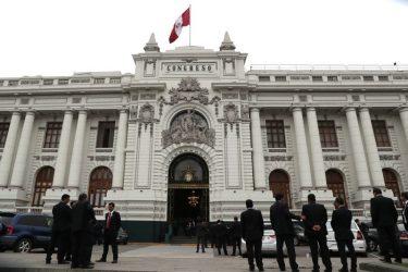 Na abertura do Congresso, parlamentares do partido de Castillo juram reescrever Constituição do Peru